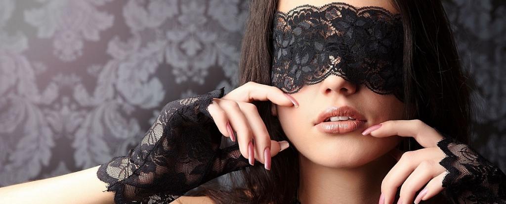 Vrouw met blinddoek