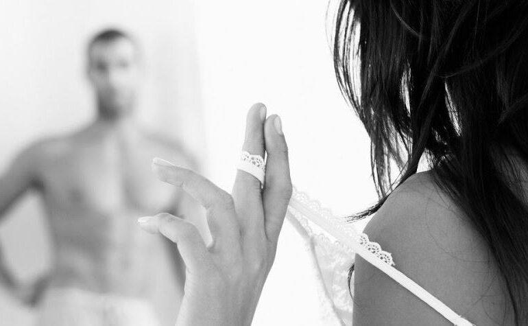 Woman seduce man