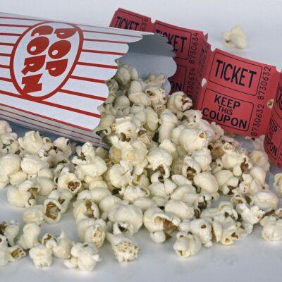Popcorn en bioscoop kaartjes