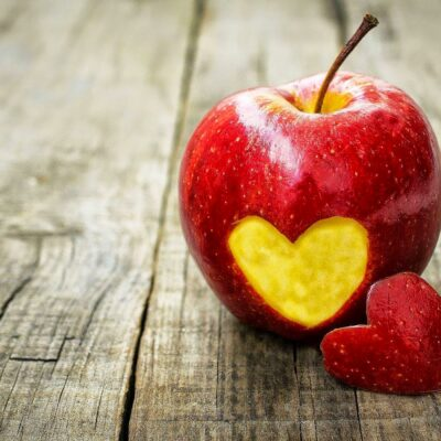 Apple woth a heart
