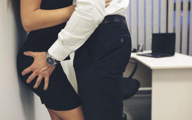 Man en vrouw op kantoor