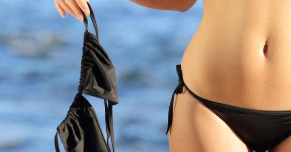 Vrouw in bikini